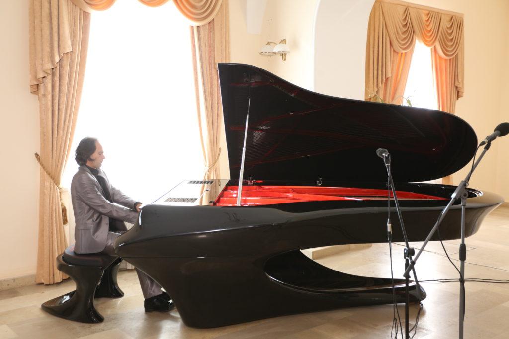Московская консерватория получила в подарок уникальный венгерский рояль