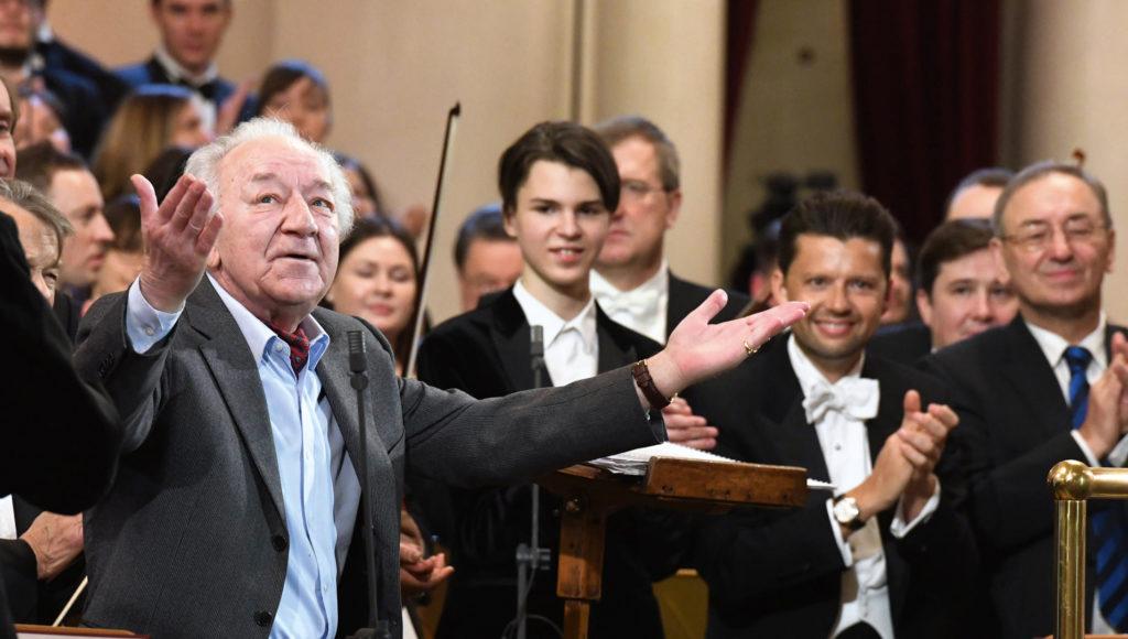 Слава нашему маэстро, <br>повелителю оркестра
