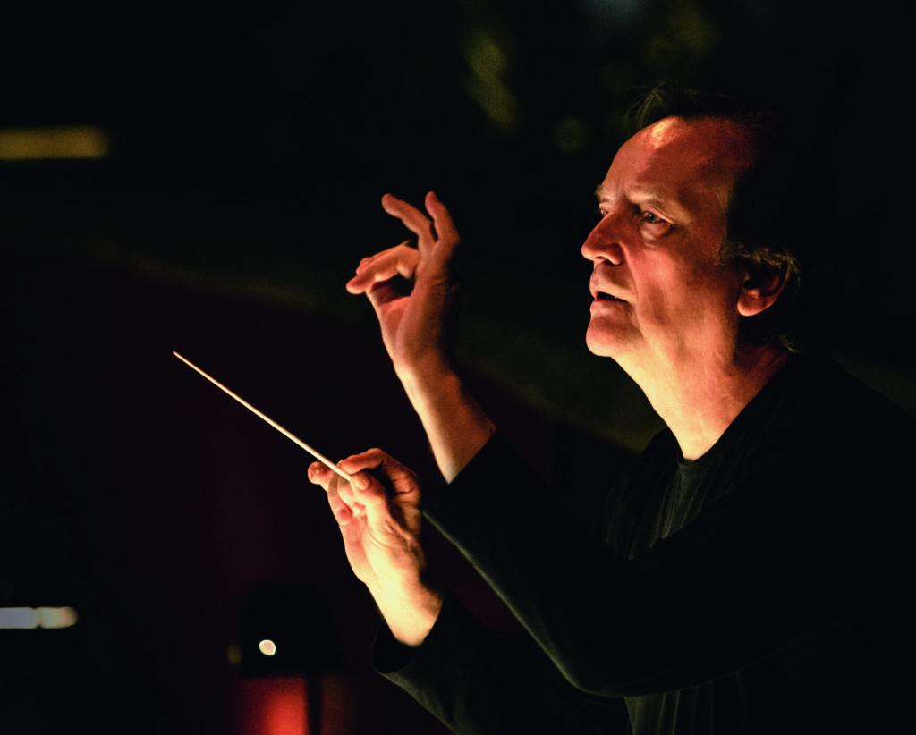 ОЛИВЕР ФОНДОХНАНЬИ: <br>Оркестр нетолько не«помогает», нодаже «мешает» певцам