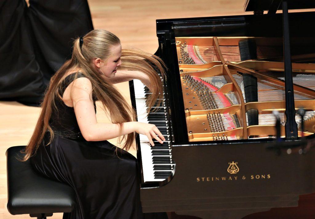 Российская пианистка Ева Геворгян стала лауреатом Международного юношеского конкурса пианистов Вана Клиберна