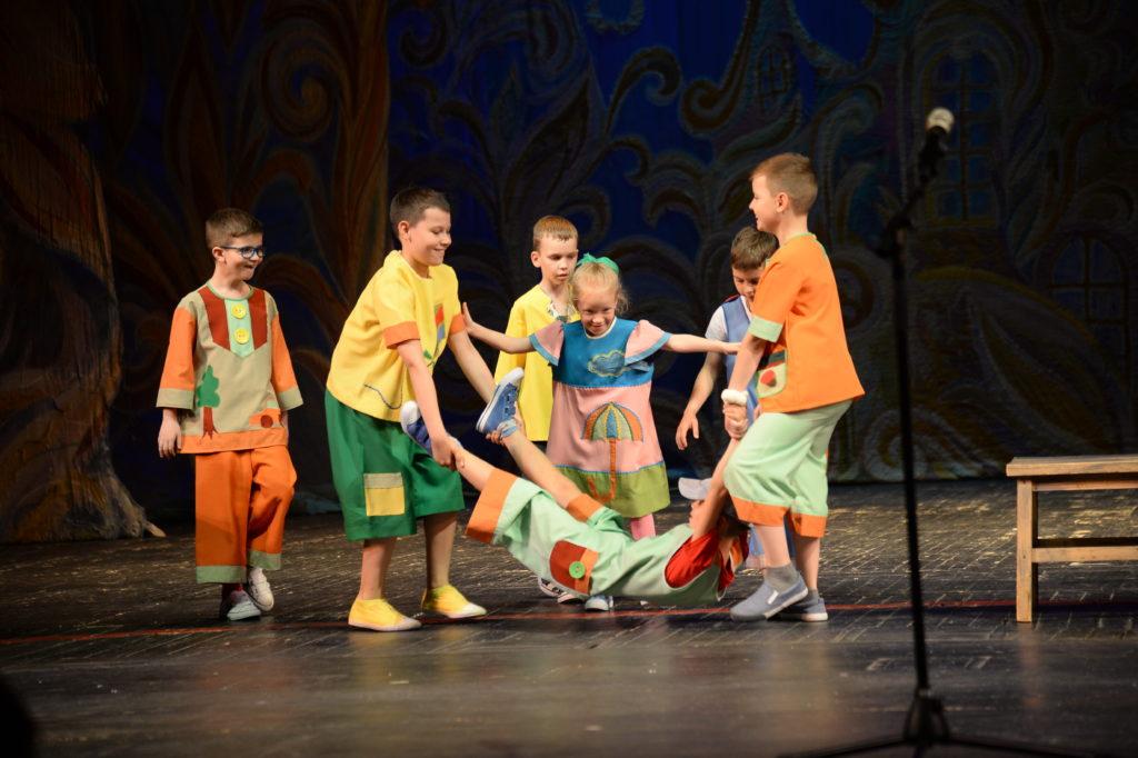 Юные блогеры окупировали театр Сац