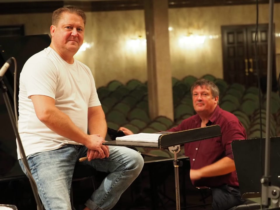 Есть ли у Бориса Березовского дома пианино?