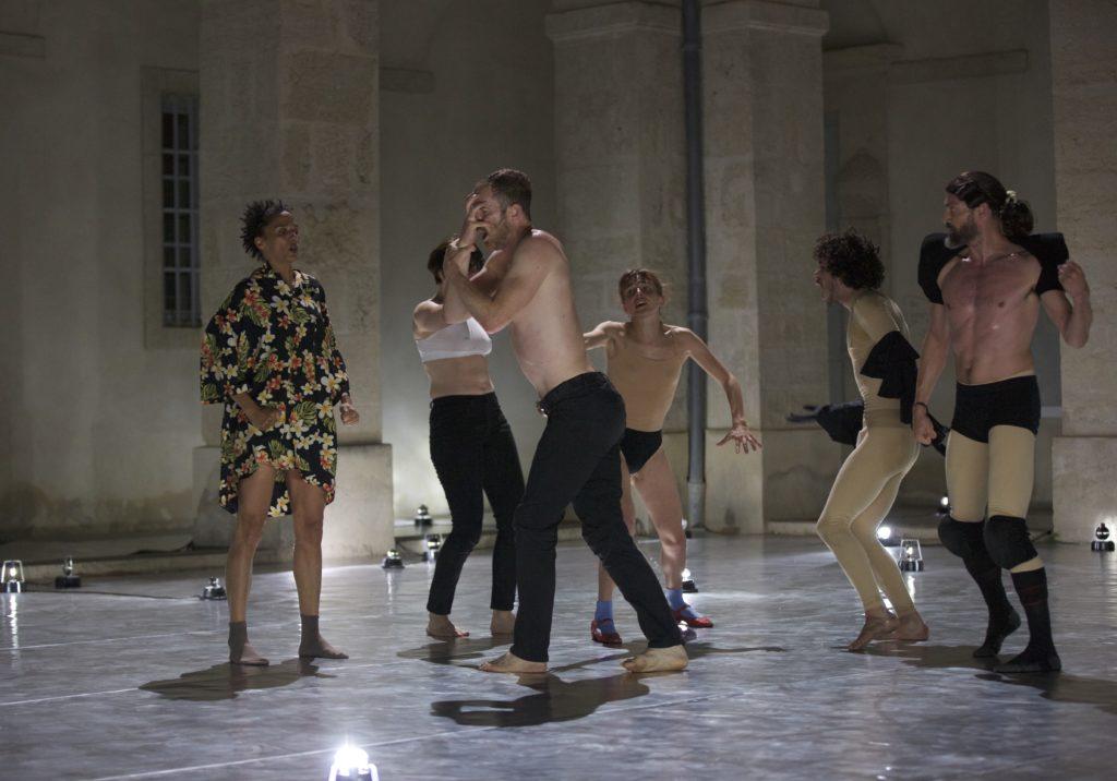 Танцы бесплотные и монументальные