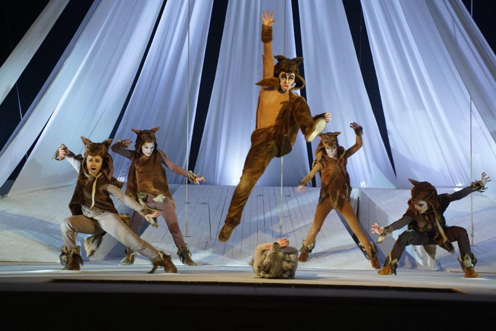 Волков бояться — в театр не ходить