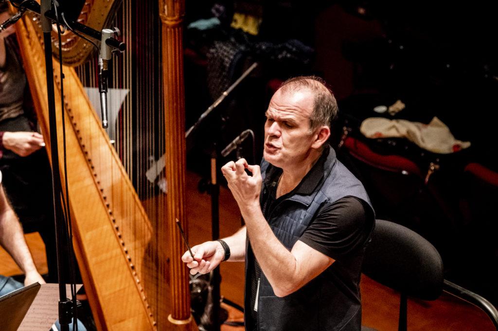 Впервые в России выступят знаменитый французский дирижер Ксавье Рот и оркестр «Столетия»