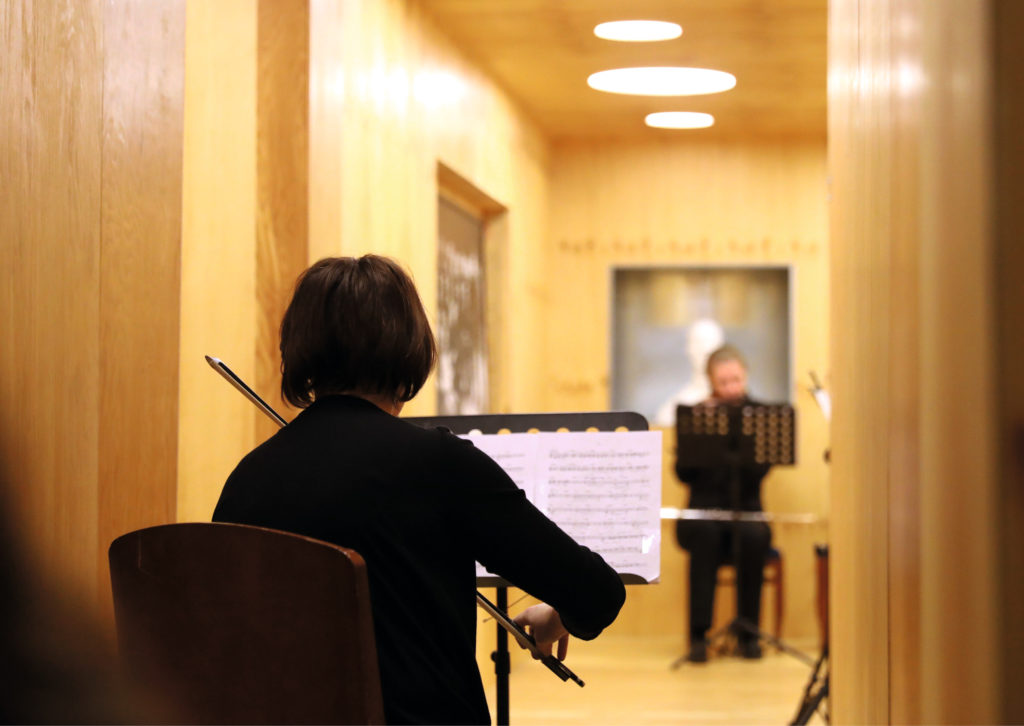Фанерный архитектон и невидимый аккордеон