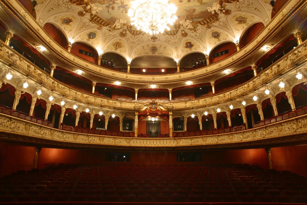 Государственный театр в Висбадене открывает двери после карантина