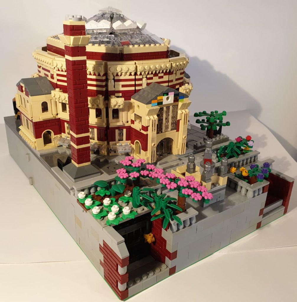 Англичанин собрал макет Королевского Альберт-Холла из деталей Lego