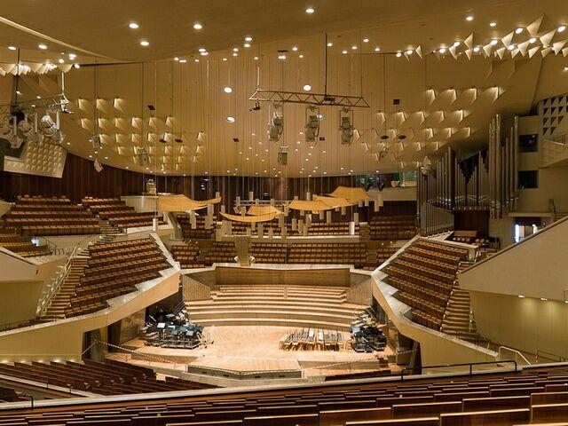 В Германии заявили о возможном возвращении к привычной рассадке на концертах