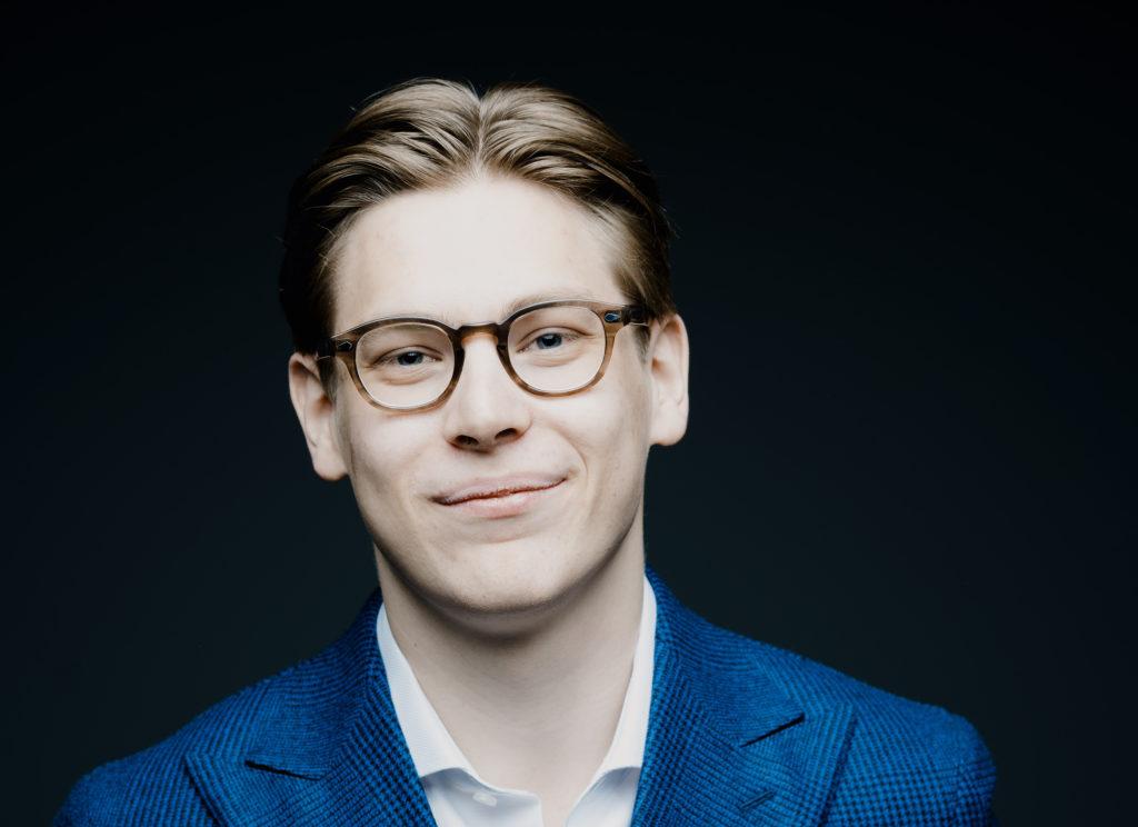 Клаус Мякеля: <br>Дирижер вдохновляет оркестрантов лучше играть