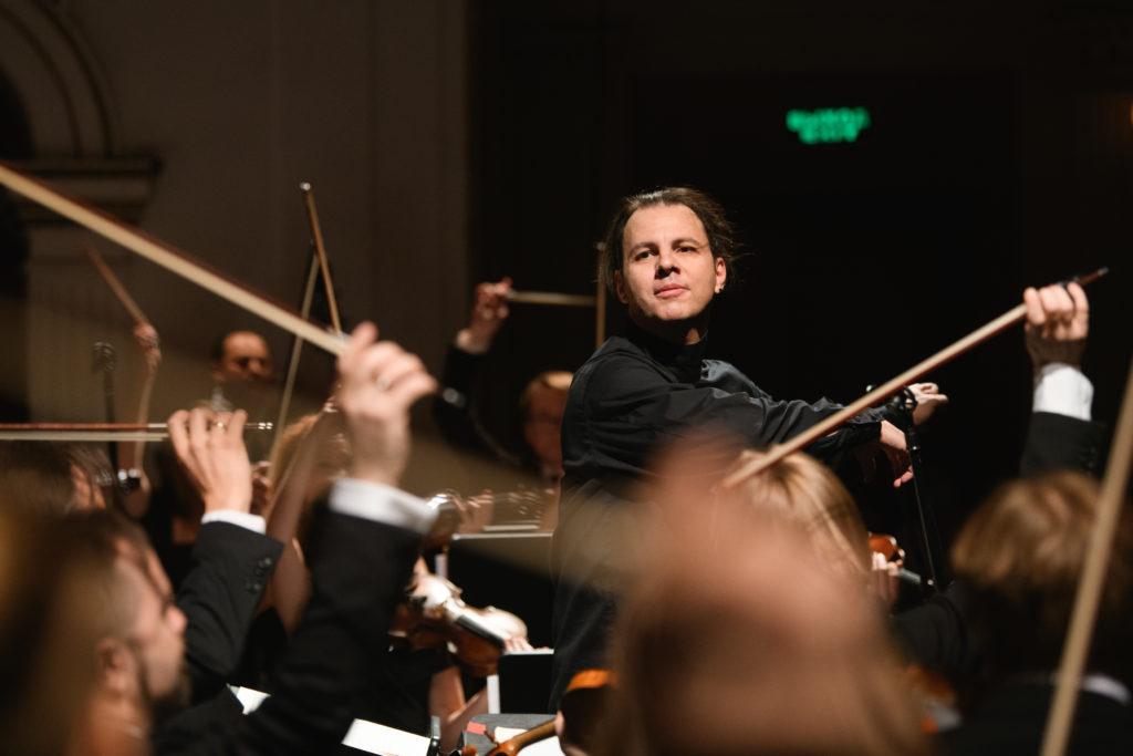 MusicAeterna сыграет Брамса вместе с современной симфонической музыкой