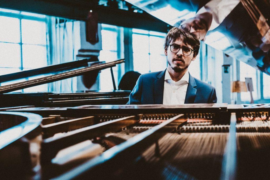 Люка Дебарг выступит в Петербургской филармонии с сольным концертом