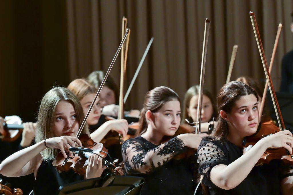 Сибирский юношеский оркестр выступил на Красноярской ГЭС